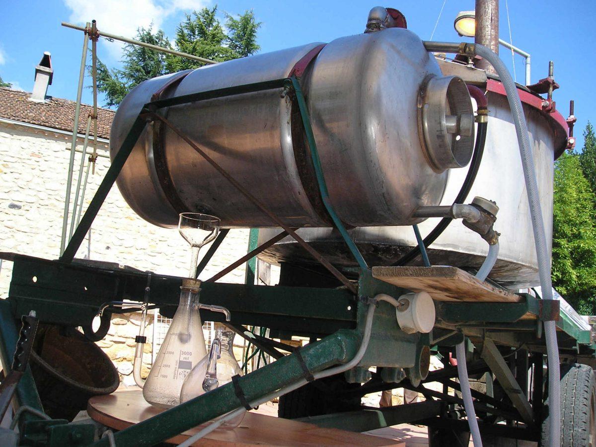 Plantes aromatiques et médicinales : La distillation.
